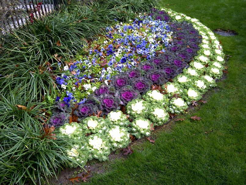 Landscape flower beds and stone border edging installing for Garden flower bed design ideas